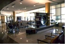 The patient entrance/waiting room at Texas Health Harris Methodist Hospital.