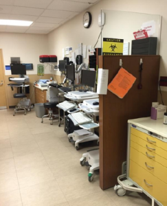 Strategically placed equipment and supplies. (Image courtesy of Adam Balls, MD, and Brian Oliver, MD.)