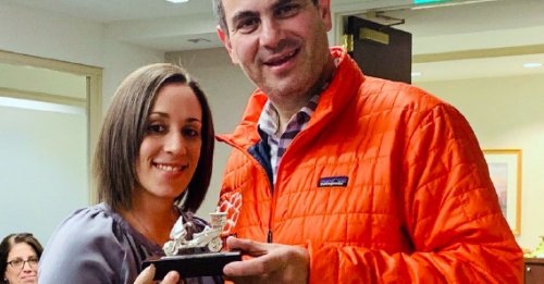 Dr. Michele Melamed (left) and Eli Beer, founder and president of United Hatzalah, display the award Dr. Melamed received for her support of the volunteer organization.