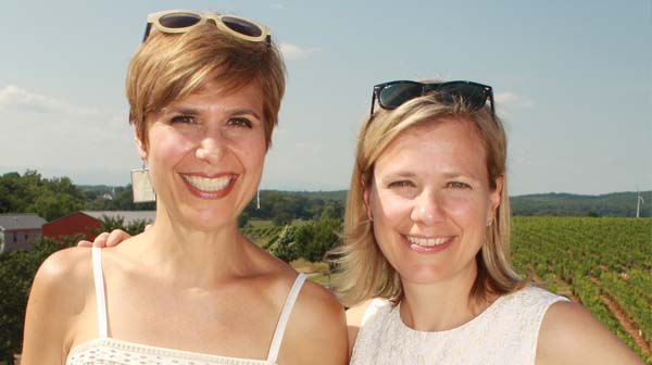 Dr. Lorna Breen (left) with sister Jennifer.